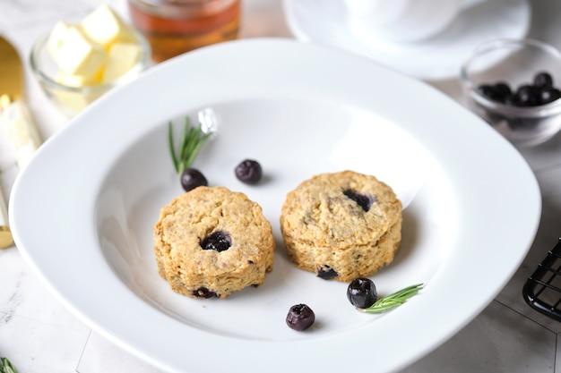Blueberry scones, ein traditionelles britisches backgut für die teezeit