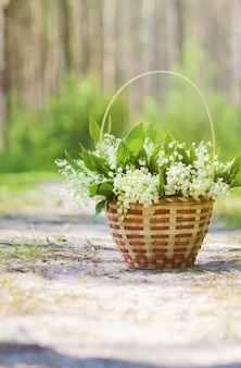 Blühende lilien im bouquet. selektiver fokus.