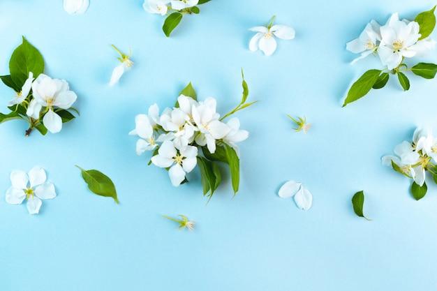 Blühendes blumenmuster