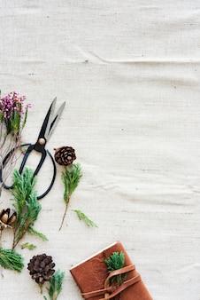 Blume, die florsit-hobby-freizeitverfolger-konzept verziert
