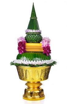 Blume verziert auf behälter mit dem sockel lokalisiert
