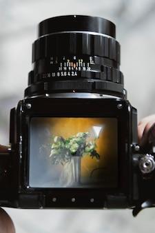 Blumen durch eine analoge 120-mm-kamera