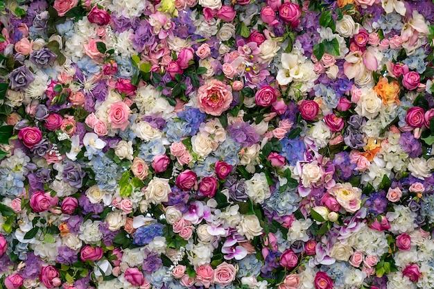 Blumen hintergrund rosen und lilien. platz für text