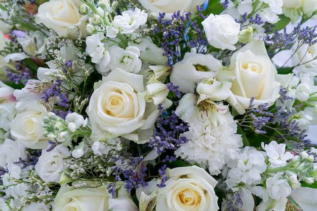 Blumen schöner strauß. Premium Fotos