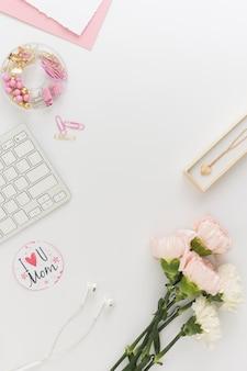 Blumen und halskette kopierraum