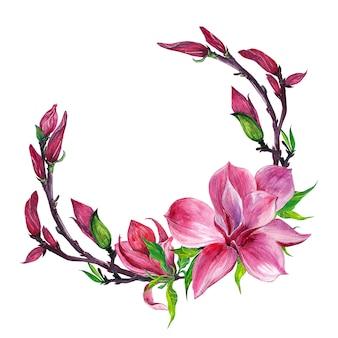 Blumenanordnung, blumenkranz mit magnolienblumen, lokalisiert