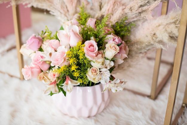 Blumenarrangement für hochzeitsblumendekoration