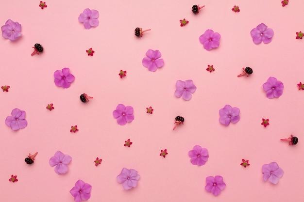 Blumenarrangement von oben
