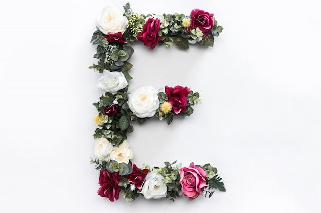 Blumenbuchstabe e blumenmonogramm kostenloses foto