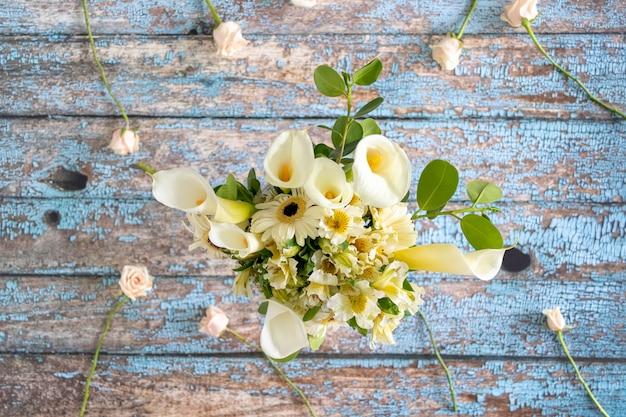 Blumengesteck mit callas lilly und gerberas