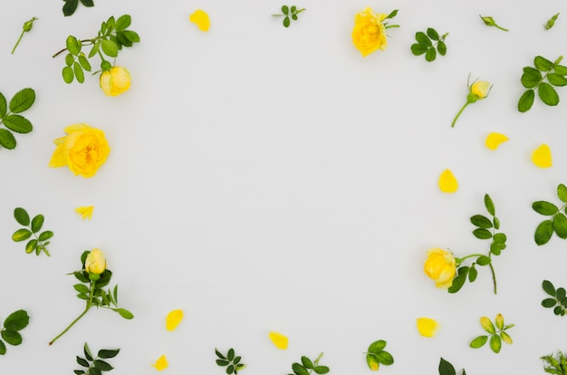 Blumenhintergrund der flachen lage mit copyspace