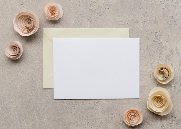 Blumenhochzeitsbriefpapier flach lag