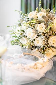 Blumenkrone mit schleier