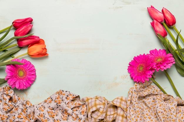 Blumensträuße mit blumen und tüchern