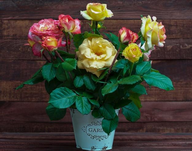 Blumenstrauß aus bunten rosen