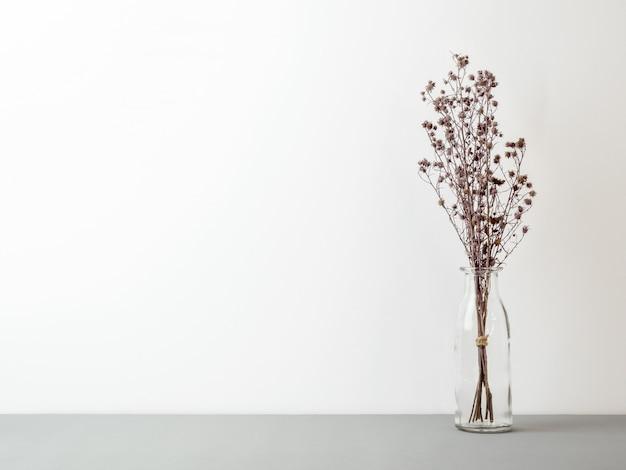 Blumenstrauß aus getrockneten gypsophila blüht zur dekoration