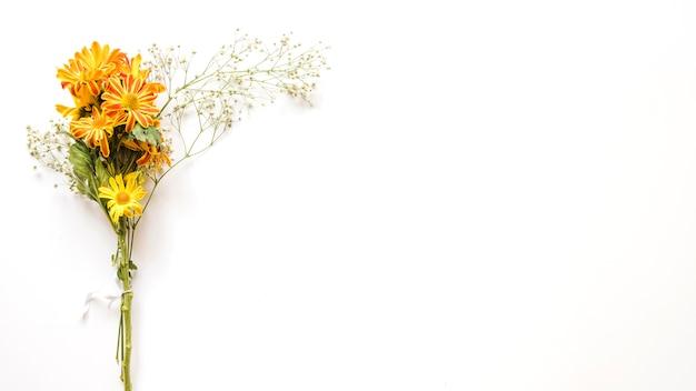 Blumenstrauß aus süßen blumen