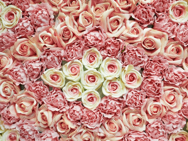 Blumenstrauß blumendekor in hochzeitszeremonie. künstliche blumen.
