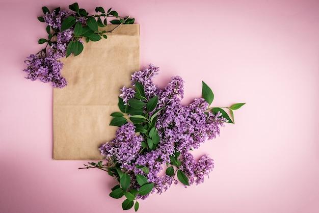 Blumenstrauß der frühlingsfliederblumen