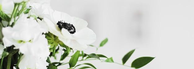 Blumenstrauß in vase und wohnkultur details luxus-innenarchitektur nahaufnahme
