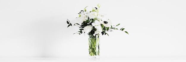 Blumenstrauß in vase und wohnkultur details luxus-innenarchitektur-nahaufnahme