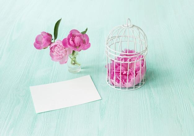 Blumenstrauß mit rosa pfingstrosen.