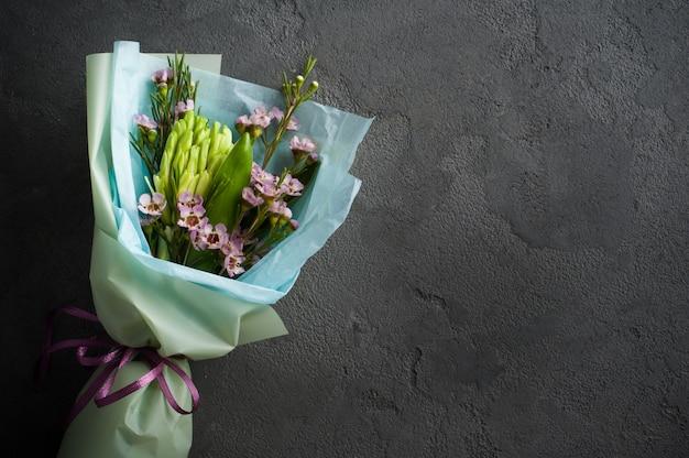 Blumenstrauß mit wilden blumen
