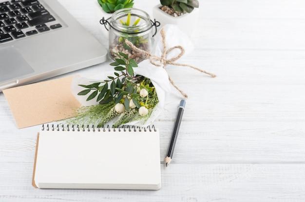 Blumenstrauß, notizbuch, bastelumschlag