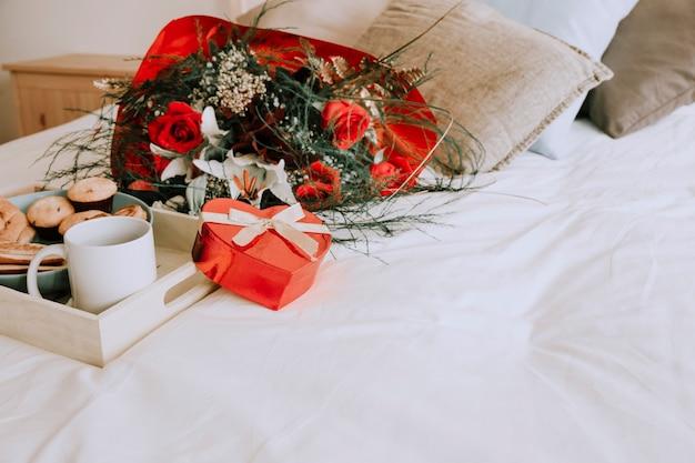 Blumenstrauß und herz box in der nähe von fach