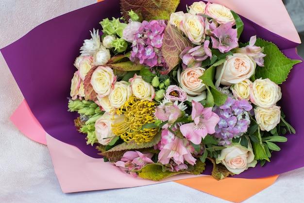Blumenstrauß von rosen, hortensienahaufnahme
