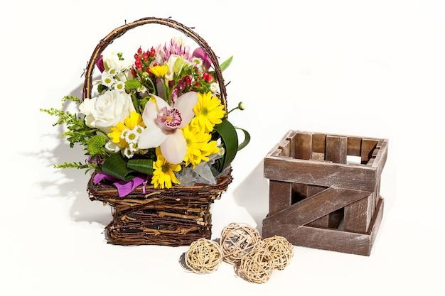 Blumenstraußkomposition für den feiertagsfrühlingsblumenstrauß für ihren liebling