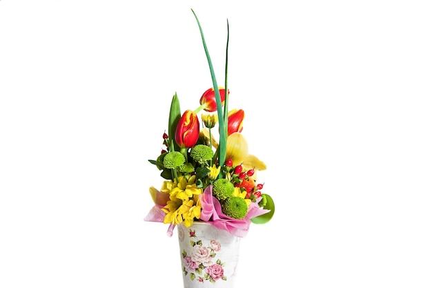 Blumenstraußkomposition für den urlaub, frühlingsblumenstrauß für ihren liebling, festlicher blumenstrauß für eine hochzeit,
