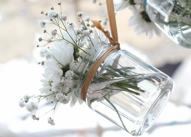 Blumenvase aus klarem glas aufhängen