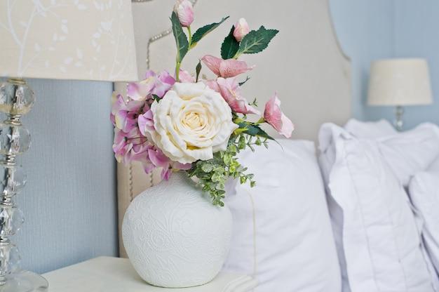 Blumenvase, weiße rose.