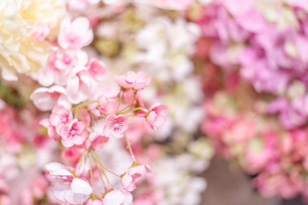 Blumiger hintergrund. wand mit zarten rosa blüten