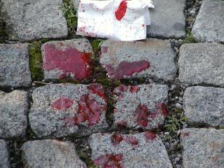 Blut auf dem pflaster