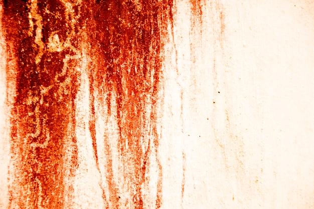 Blut textur hintergrund. beschaffenheit der betonmauer mit blutigen roten flecken. halloween.