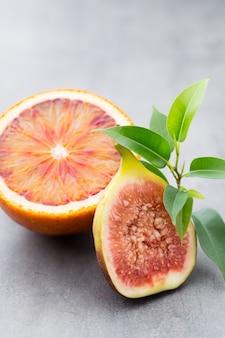 Blutige sizilianische orangen und feigen