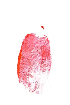 Blutiger fingerabdruck lokalisiert auf einem weißen hintergrund