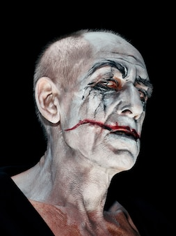 Blutiges halloween-thema: verrücktes verrücktes gesicht