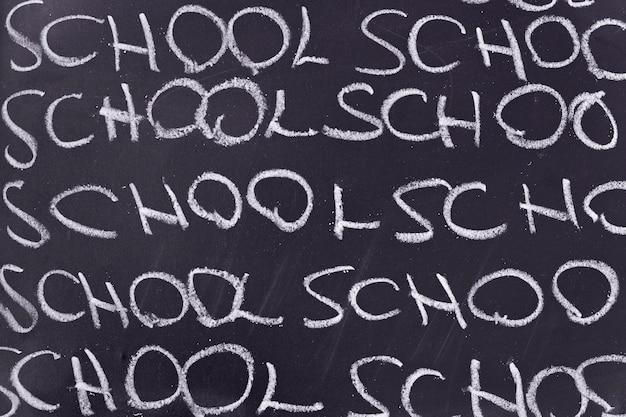 Board mit der geschriebenen wortschule
