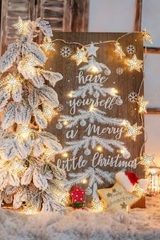 Board mit frohe weihnachten-botschaft auf holzuntergrund.