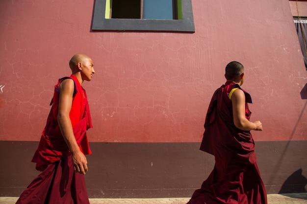 Bodhgaya, bihar india, menschen in bodhgaya und bodh gaya sind eine religiöse stätte des buddhismus