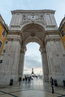 Bogen des einkaufsplatzes lissabon portugal