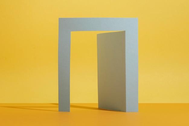Bogen mit gelbem hintergrund