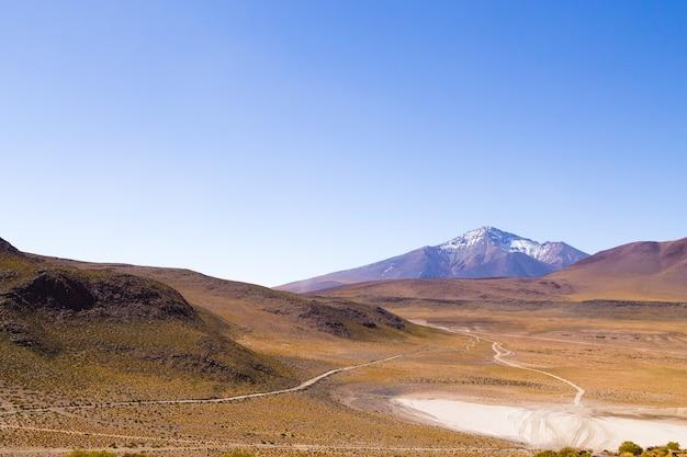 Bolivianische berglandschaft,bolivia.andean plateau view.volcano view