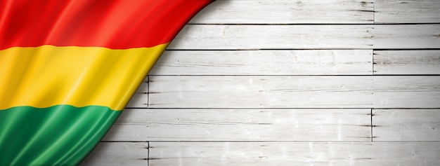 Bolivien-flagge auf alter weißer wand. horizontales panorama-banner.