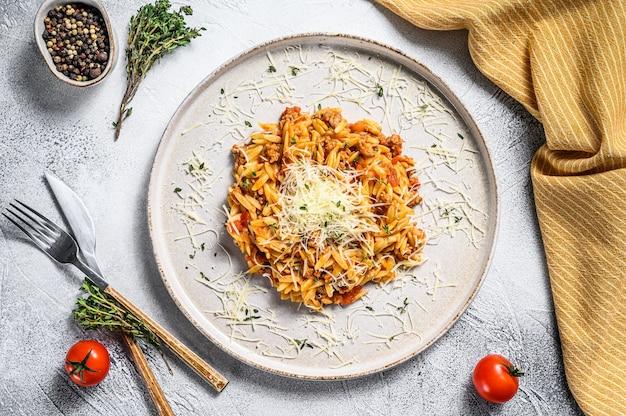 Bolognese pasta, risone mit rinderhackfleisch