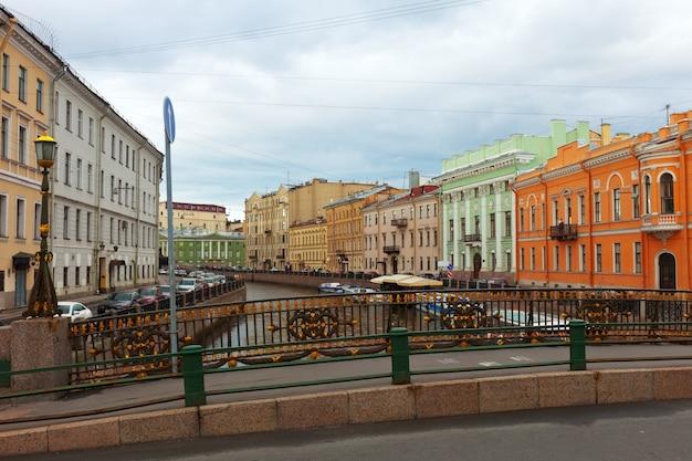 Bolschoi koniushennyi brücke durch moyka