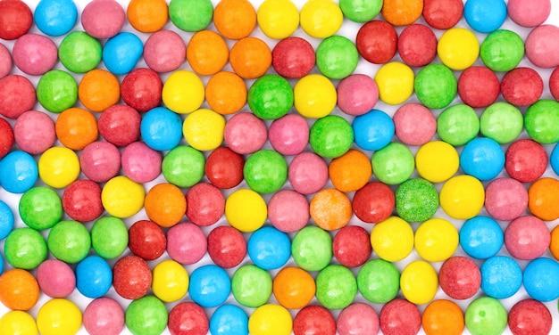 Bonbons bunte oberfläche mit mehrfarbiger schokoladenbeschichteter bonbon draufsicht nahaufnahme